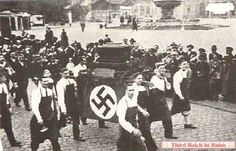 The parade for the May 1933 Tag des Handwerks (Factory Workers Day) passed by the Kilian Fountain in front of the Bahnhof
