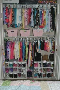 Organizar Closet, Kids Room Organization, Organizing Kids Shoes, Organize Kids, Organizing Girls Rooms, Organizing Ideas, Shoe Closet Organization, Kid Closet, Closet Space