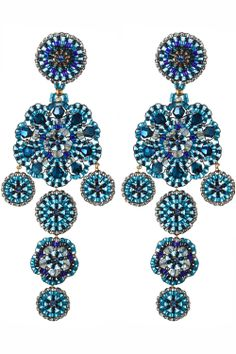 these royal blue #chandelier #earrings are the perfect accessory for the stylish modern woman I NEWONE-SHOP.COM