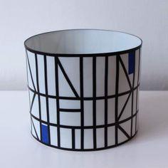 Leen quist porseleinen kom met lineaire geometrische decoratie ontwerp uitvoering leen quist in - Decoratie studio ontwerp ...
