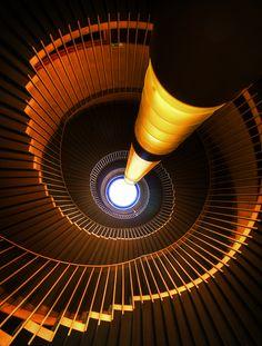 beeldaspect kenmerken van een beeld :' licht vorm ,kleur, ruimte, punt, lijn vlak structuur textuur.'een beeld aspect kan worden gecombineerd met andere beeldaspecten