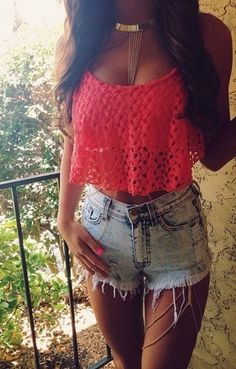 Summer Outfit - Lace Crop Top - Shorts