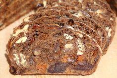 Weekend fruit & nuts loaf : Our not so Kletzenbrot – Weekend Bakery