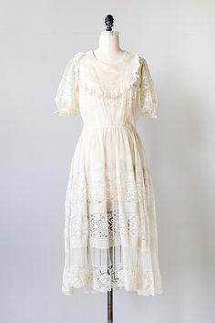 vintage 1910s cream lace netted dress    #TuscanyAgriturismoGiratola