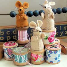 These little cotton spool mice are (in my opinion!) almost unbearably cute. They're a great make to give as little gifts and use only the tiniest amounts of Stuffed Animals, Stuffed Animal Patterns, Spool Crafts, Felt Crafts, Diy Crafts, Cotton Reel Craft, Mouse Crafts, Free Pattern Download, Softie Pattern