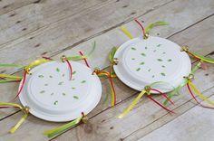 panderetas con platos de papel para niños