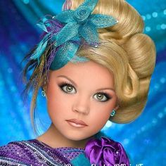 Forget toddlers in tiaras. dad pageants are in. Teen Pageant, Glitz Pageant, Beauty Pageant, Girls Dress Up, Little Girl Dresses, Pageant Photography, Pageant Headshots, Toddlers And Tiaras, Blonde Hair Blue Eyes