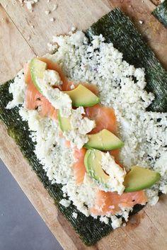 Sushi met bloemkoolrijst, zalm en avocado, Gezond avondeten, Beaufood recepten, Gezonde sushirecepten, Sushi zonder rijst, Sushirijst van bloemkool, Bloemkool recepten