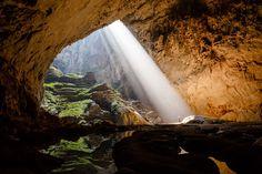 maior caverna do mundo. A Hang Son Doong, na província de Quang Binh, no Vietnã, é tão profunda que poderia abrigar um prédio de 40 andares em seu interior.