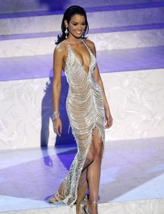 Miss Universe 2006 Zulekya Riveria had one of the best pageant dresses ever. The whole look was perfection. Unique silver gown.