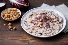 Il risotto radicchio e gorgonzola è un primo piatto molto saporito, perfetto da preparare nella stagione più fredda!