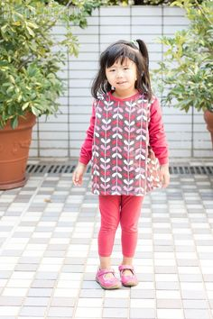 Girls' Gathered Tunic Dress Pattern   Give your granddaughter a brand new play dress with this free sewing pattern!