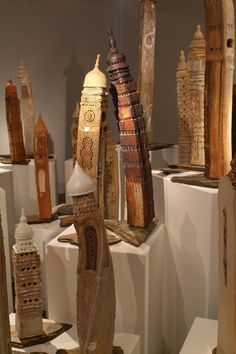 Visual Arts Network » Artists » Artists' gallery. Häuser aus Stämmen....