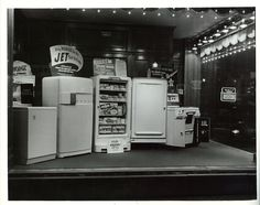In the 1930s and '40s, the old MLGW Administration building had window displays.