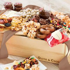 Discover our Top 10 simply unique gourmet edible gift baskets, sweet & savory gifts, chocolate and cookies. Our favorite selections make the perfect food gift to share. Chocolate Gummy Bears, White Chocolate Pretzels, Chocolate Covered Raisins, Chocolate Almond Bark, Gourmet Gift Baskets, Gourmet Gifts, Food Gifts, Olive And Cocoa, Toffee Popcorn