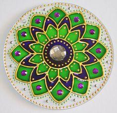 originalyexclusiva | MANDALAS Glass Painting Designs, Dot Art Painting, Painting Patterns, Cd Crafts, Recycled Crafts, Hobbies And Crafts, Thali Decoration Ideas, Diy Diwali Decorations, Mandala Design