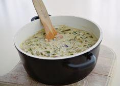 Pastai cu smantana si usturoi Romanian Food, Macaroni And Cheese, Grains, Ethnic Recipes, Mac And Cheese, Seeds, Korn