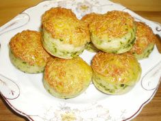 Mariannkonyha: Túrós-medvehagymás pogácsa Minion, Scones, Baked Potato, Cucumber, Potatoes, Eggs, Baking, Vegetables, Breakfast