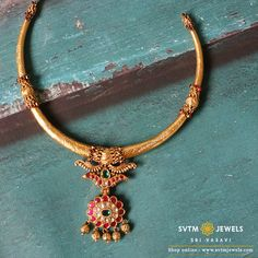 Overstate your fancy look with this gold short necklace prettified in floral patterns and studded with real stones Antique Jewellery Designs, Gold Earrings Designs, Gold Jewellery Design, Gold Temple Jewellery, Gold Jewelry Simple, Short Necklace, Gold Necklace, Floral Patterns, Choker