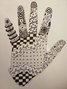 in your hand outline. Cute for kids!Zentangle in your hand outline. Cute for kids! Hand Doodles, Doodles Zentangles, Zentangle Patterns, Doodle Zen, Doodle Drawing, Hand Outline, Outline Art, Hand Kunst, 5th Grade Art