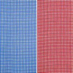 Härligt röd- eller blårutiga vaxduken Ripp från svenska 10-gruppen är formgivet av Tom Hedqvist 2010. Säljs per meter.