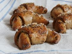 Dobrou chuť: Kruchovky - žitné rohlíky Pretzel Bites, Bread Recipes, Ham, Food And Drink, Russian Recipes, Polish, Vitreous Enamel, Hams