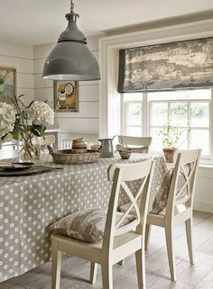 Shabby Chic Homes Sweet Home, Style At Home, Fresh Farmhouse, Country Farmhouse, Country Kitchen, Dining Room Inspiration, Cottage Interiors, Home Interior, Home Fashion