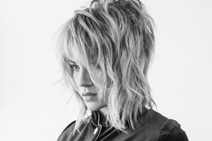 How To Style A Shag Based On Texture - Bangstyle - House of Hair Inspiration Medium Shag Haircuts, Short Shag Hairstyles, Hairstyles With Bangs, Modern Shag Haircut, Long Shag Haircut, Medium Hair Cuts, Medium Hair Styles, Curly Hair Styles, Grunge Hair