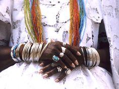 Para saldar toda a brasilidade em tempos de carnaval, trazemos hoje uma playlist reluzente do DJ Rodrigo Bento, cacique da festa e do bloco Pilantragi. Por aqui o tambor do carnaval também toca ass... Orisha, African Traditions, African Diaspora, Gods And Goddesses, Home Art, Culture, Traditional, History, Beauty