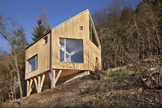 Pleasant and original use of stilts to integrate the house in a steep slope