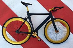 Santa Fixie. Comprar Bicicleta NoLogo Bike Black Gold 2016 https://www.santafixie.com/comprar-bicicleta-fixie/nologo-bikes/nologo-black-gold-2016.html
