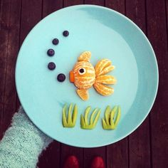 Food Art Adds Fun and Amazing Edible Decorations to Eating Experience L'art Du Fruit, Deco Fruit, Fun Fruit, Fruit Salad, Fish Salad, Cute Snacks, Cute Food, Good Food, Funny Food