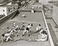These Powerful Photos Of Women Making History Are Incredibly Inspiring. Women boxing on a Los Angeles rooftop in Photography Photos, White Photography, Building Photography, Photography Women, Combat Boxe, Photos Black And White, Black White, Rare Historical Photos, Classy People