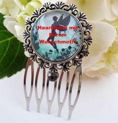 Kleiner Haarkamm aus silberfarbenem Metall mit filigraner Fassung und Cabochon. Das Motiv dient nur als Beispiel.  Ich fertige den Haarkamm mit Eurem