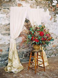 Such gorgeous wedding decor with white and gold ombre curtains #wedding #weddingdecor #blacktie #gold #goldwedding