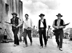 """William Holden, Ernest Borgnine, Ben Johnson y Warren Oates en """"Grupo Salvaje"""" (The Wild Bunch), 1969"""