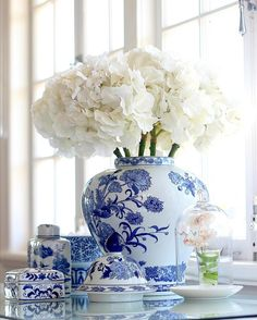 A last bit of blue and white before Christmas completely takes over. I normally have Christmas decorations up by now but I'm running late this year. If you love blue and white don't forget the @botticellihouse warehouse sale is on tomorrow Enjoy your Friday night