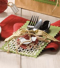 Pretty place setting for a holiday party! #fabulouslyfestive