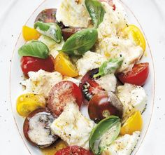 Sallad med tomat, buffelmozzarella, brynt smör och basilika
