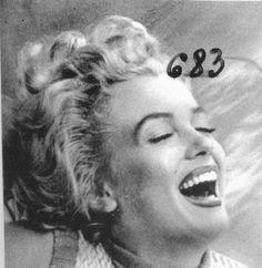 1953 Bel Air Hotel Session Pull - Marilyn par De Dienes - Divine Marilyn Monroe