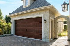 For a traditional, contemporary or carriage house style garage door, Garaga provides various designs, colors and windows for an amazing look. Brown Garage Door, White Garage Doors, Garage Door Colors, Garage Door Hardware, Best Garage Doors, Exterior Door Trim, Exterior Design, Traditional Front Doors, Garage Door Springs