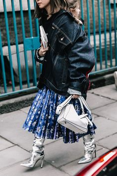 i'm loving this trendy street stye inspiration for young women, perfect edgy street style inspiration for women in their and Look Fashion, Street Fashion, Korean Fashion, Winter Fashion, Womens Fashion, Fashion Trends, Net Fashion, Fashion Boots, Rock Style