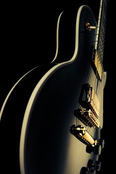 Play Music Easily With These Simple Guitar Tips Easy Guitar, Guitar Tips, Gibson Les Paul, Acoustic Guitar Photography, Iphone Wallpaper Music, Guitar Photos, Old Music, Music Artwork, Gibson Guitars