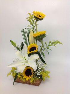 Beautiful Flower Arrangements, Beautiful Flowers, Ikebana, Decoration, Quilling, Plants, Wedding, Flower Arrangements Simple, Sunflower Arrangements