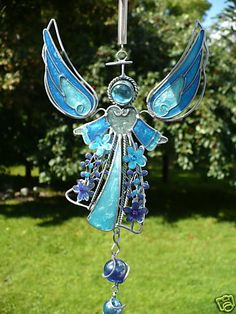 This one uses wire, marbles, and glass for this angel. And the results are wondrous beyond compare. Stained Glass Angel, Stained Glass Ornaments, Stained Glass Suncatchers, Sun Catcher, Dream Catcher, Angel Wind Chimes, Mobiles, Garden Angels, Angel Crafts