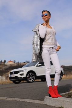Autfit k Volkswagen T-Roc Vw T, Volkswagen, Starbucks, White Jeans, Lifestyle, Pants, Fashion, Trouser Pants, Moda