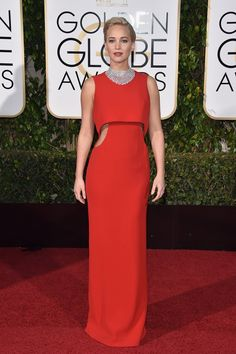 2016 Golden Globe Red Carpet Dresses Jennifer Lawrence The Joy nominee stood out in cut-out red Dior with a glittering diamond bib necklace by Chopard (totaling Julianne Moore, Jennifer Lawrence Golden Globes, Celebrity Dresses, Celebrity Style, Tom Ford, Golden Globes 2016, Dior Dress, Dress Red, Alicia Vikander