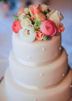 peaches & cream flower topped wedding cake