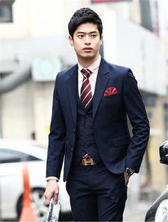 skinny 3 piece suit tie windsor knot