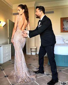 Direto de Cannes mais uma brasileira revela seu look para o 9º dia de festival: aqui a top @izabelgoulart e o estilista @zuhairmuradofficial que assina seu look fazem os ajustes finais na produção para o gala do @amfAR. As joias de Iza são @chopard; veja mais detalhes no nosso Instagram Stories! #cannes2017 #vogueemcannes #amfar  via VOGUE BRASIL MAGAZINE OFFICIAL INSTAGRAM - Fashion Campaigns  Haute Couture  Advertising  Editorial Photography  Magazine Cover Designs  Supermodels  Runway…